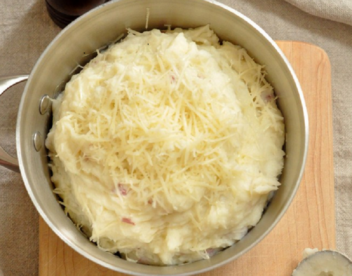 Garlic Parmesan Mashed Potatoes - LoperLiving.com